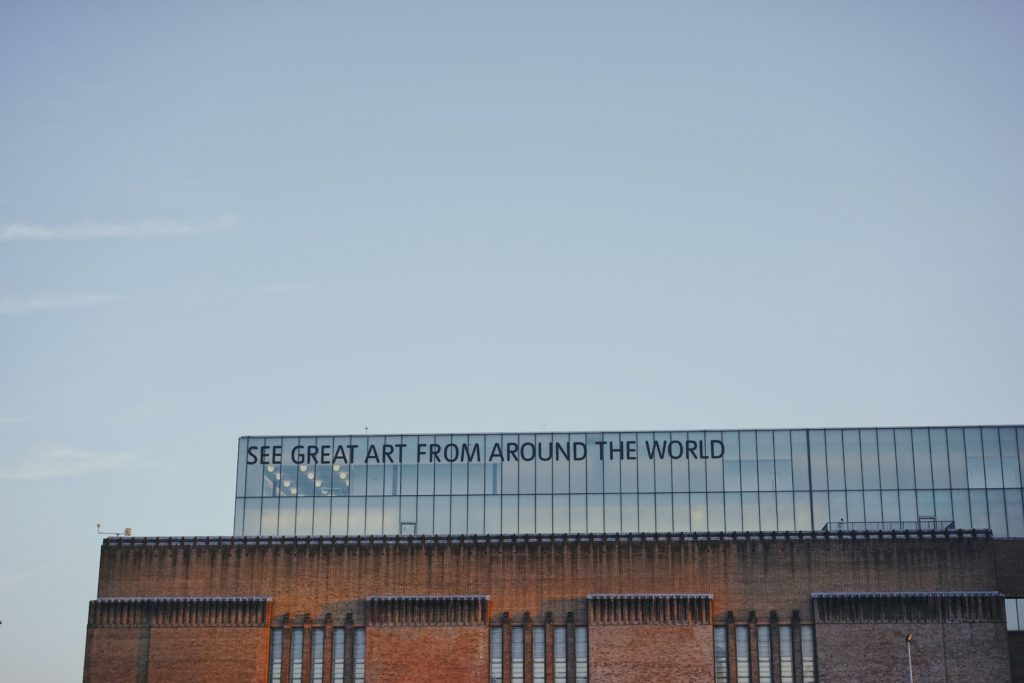 Slogan: see great art from around the world on top of Tate Modern